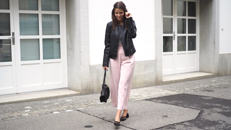 Blush Culottes und Lederjacke